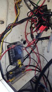 Blue Sea Sicherungshalter und Blue Sea Stromverteiler beides mit Masse Anschluss