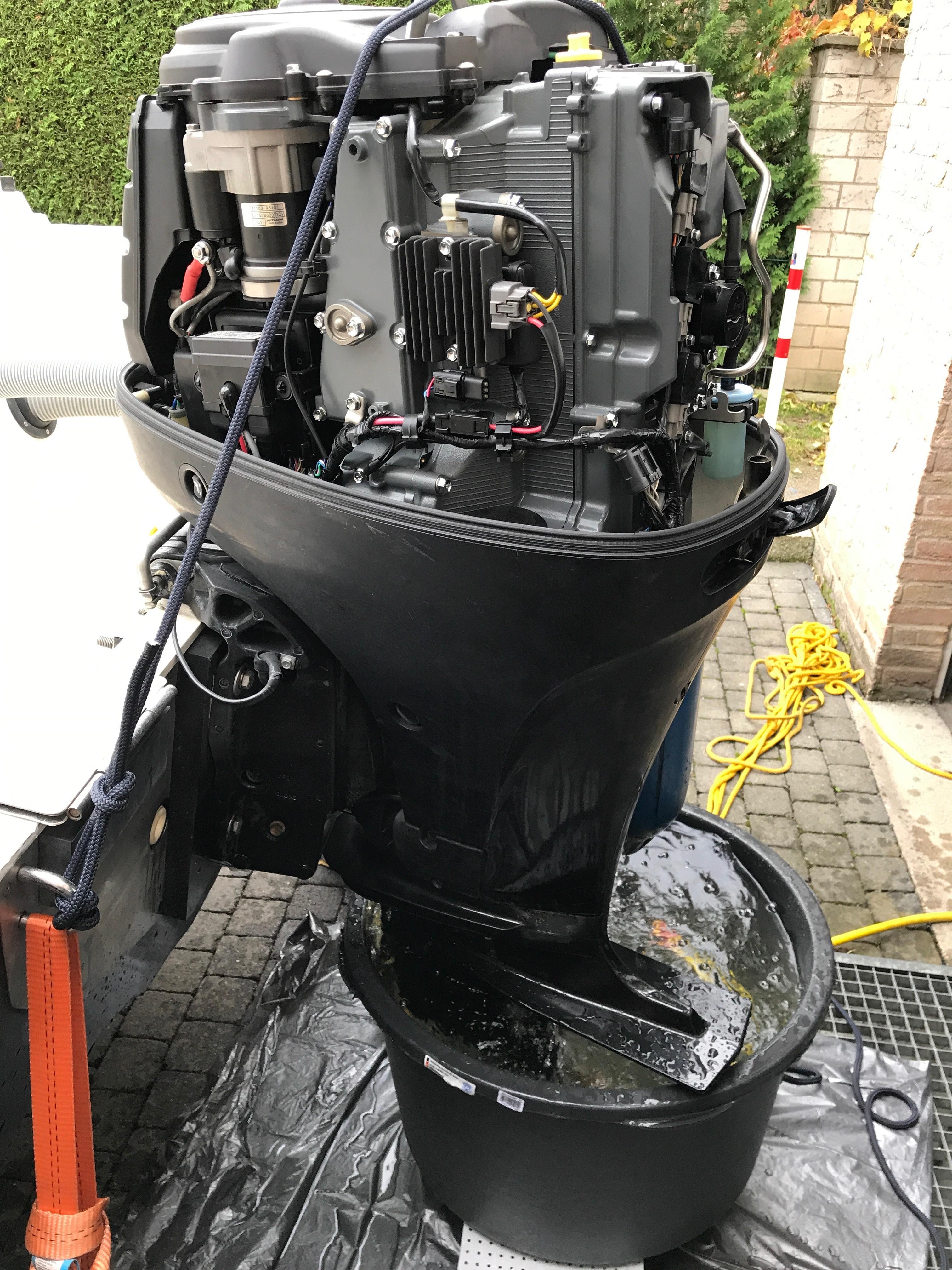 Suzuki DF90A ohne Haube